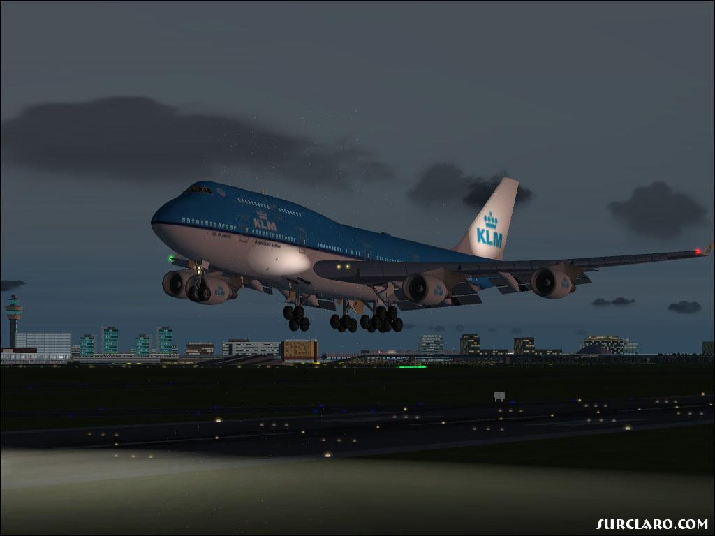I caught a beautiful shot of my KLM coming into Schiphol airport. With all the nice lightings - Photo 12880