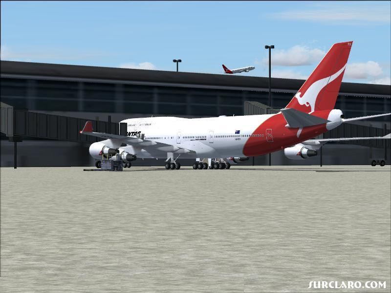 Qantas boeing 747 docked .. this is a pic micha3l took . pretty nice eh ? :-) ... go micha3l !!