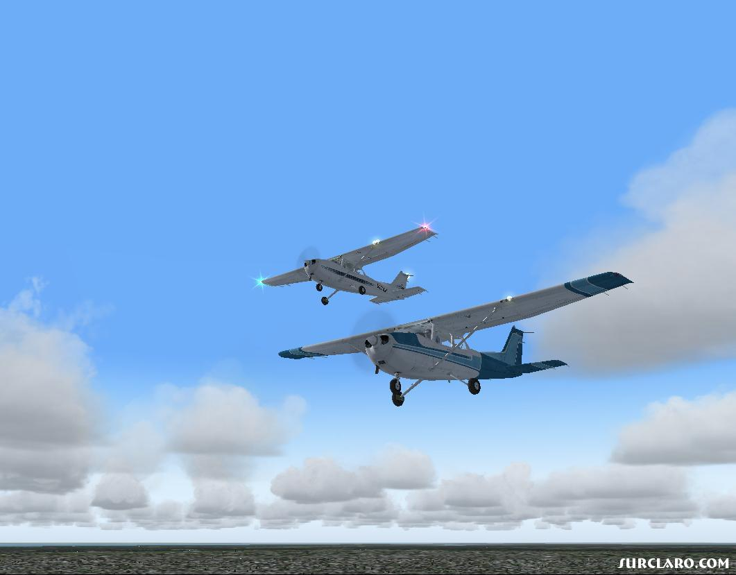 A duo of Cessna 172s' just cruising around having a good time...(too bad one of is AI and has no clue whats goin on...) - Photo 11192