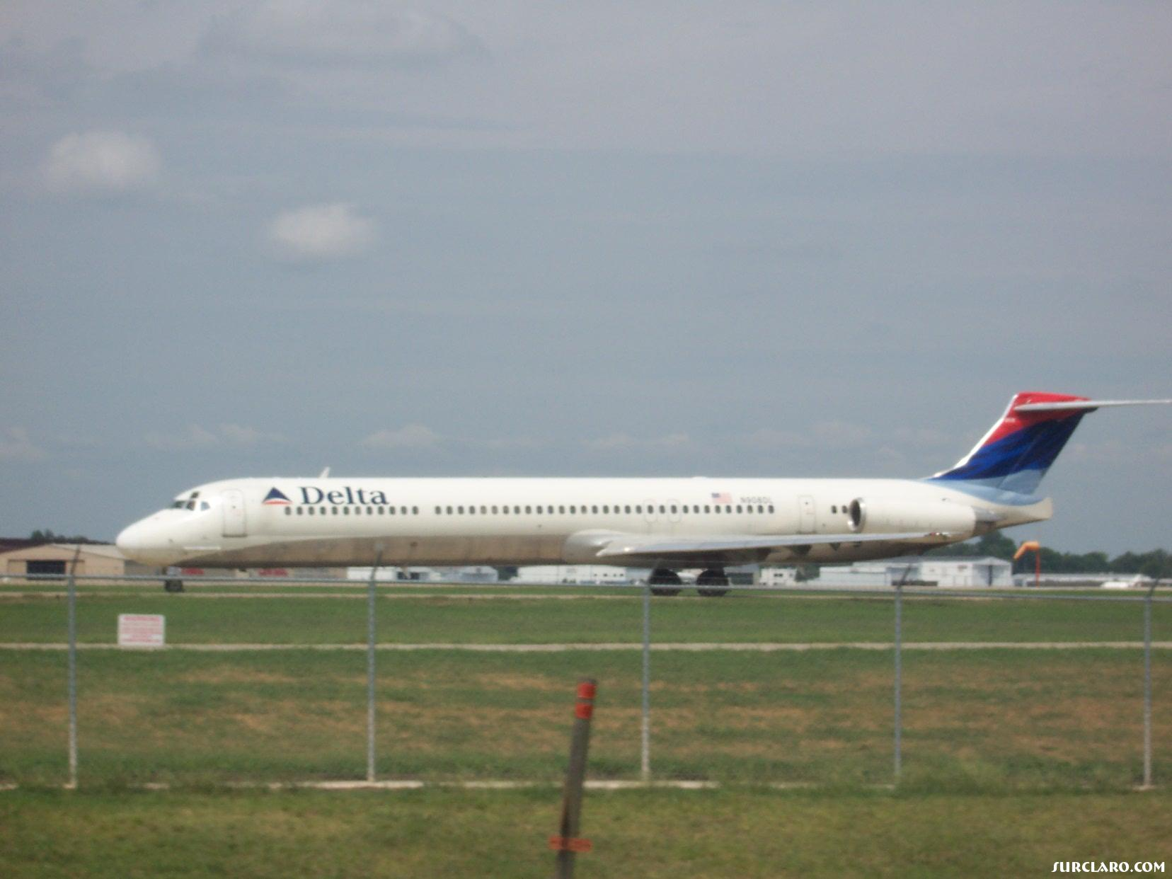 Haha i took this at my home town airport of little rock national - Photo 10243
