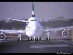 downloading movie with Boeing image 1